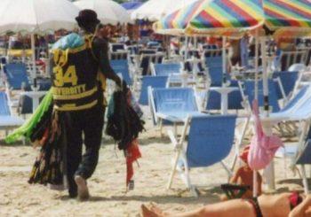 Merce falsa, sequestri in spiaggia