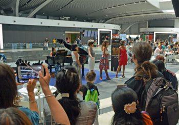 Aeroporto, quartetto lirico incanta i passeggeri
