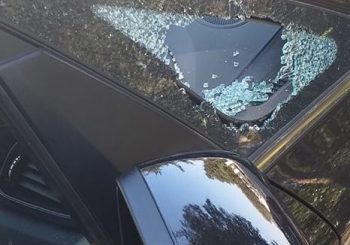 Parco Leonardo, rompono finestrino auto ma non rubano nulla