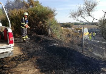 Incendio in via Fontanile di Mezzaluna, interviene Protezione civile