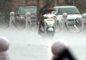 Farmacisti in aiuto, i monsoni e il fango dell'India
